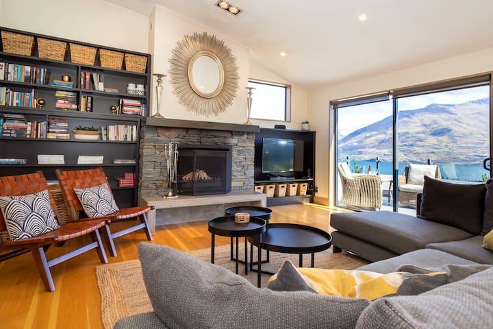 Luxury Villa above Lake on Queenstown Hill 5 Stars