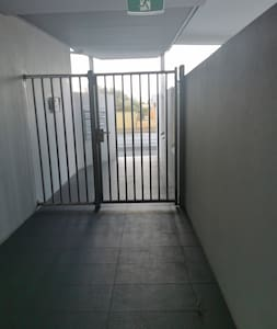 Pedestrian access gate