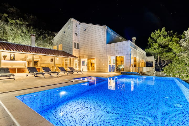 Villa Ragusea with Heating Pool and Private Beach