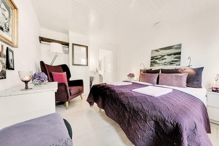 The purple room at Åløkke BB