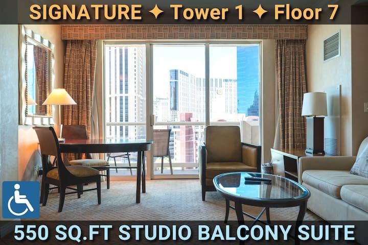STRIP VIEW • SIGNATURE @MGM BALCONY Suite • ADA