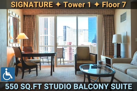 STRIP VIEW • SIGNATURE @MGM BALCONY Suite • ADA