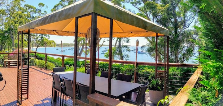 CARINYA BEACHFRONT WIFI SMART TV'S DUCTED AIR CON