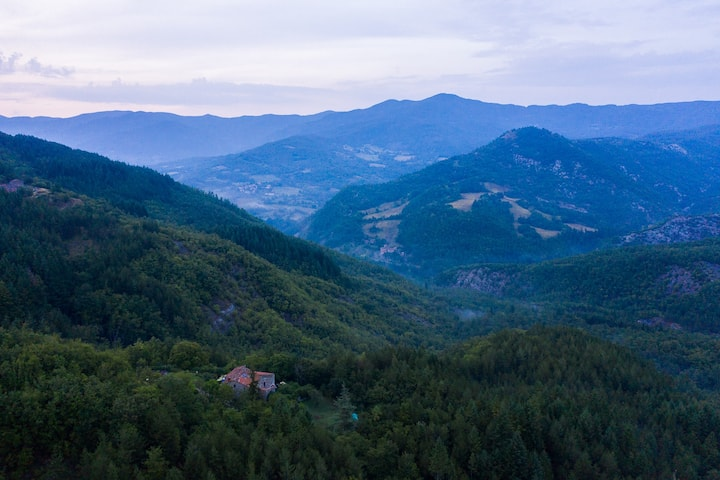 Experience off-grid life in the Tuscan wilderness