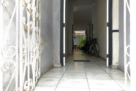 No hay escaleras ni escalones para acceder