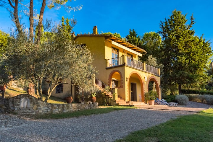 Stunning views in the heart of Chianti with Tennis