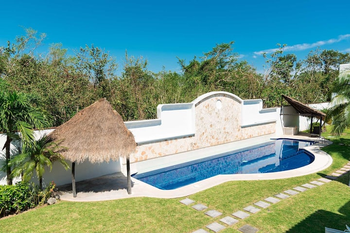 Villa en Fraccionamiento Privado, Alberca, 3 Rec.
