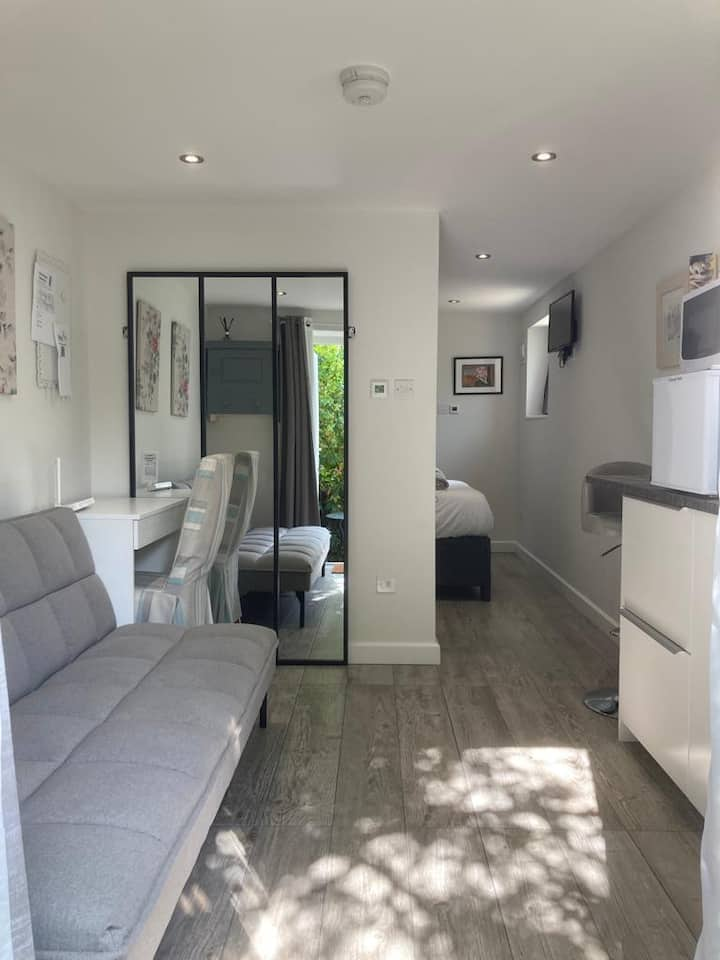 """Brand new"" garden flat, central Knutsford"