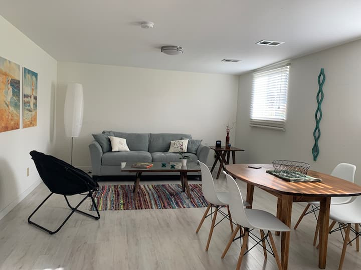 Spacious Suite - 1 BR, 1 BA, Living & Dining area