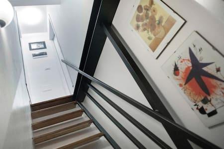 Scale di entrata in camera