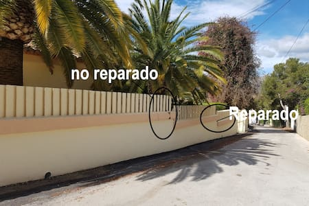 Sorry, this photo was added by mistake, there is ample parking within the property walls. I was unable to delete this photo