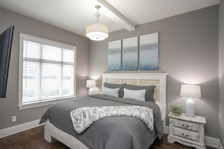Additional Bedroom on 2nd Floor with King Bed