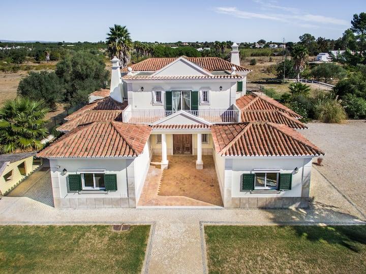 Luxury family/group villa