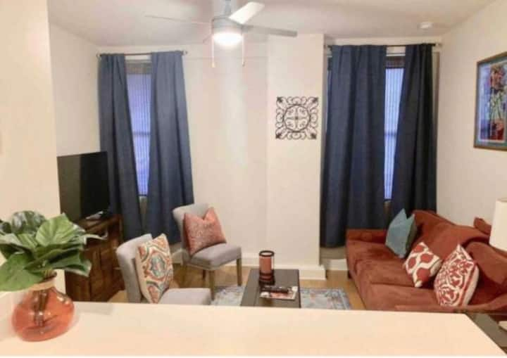 ★LARGE AMAZING 1BED, 1 BATH DOWNTOWN NOLA CONDO!!★