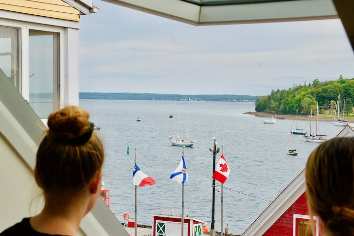 Romantic Waterfront Retreat in Downtown Lunenburg