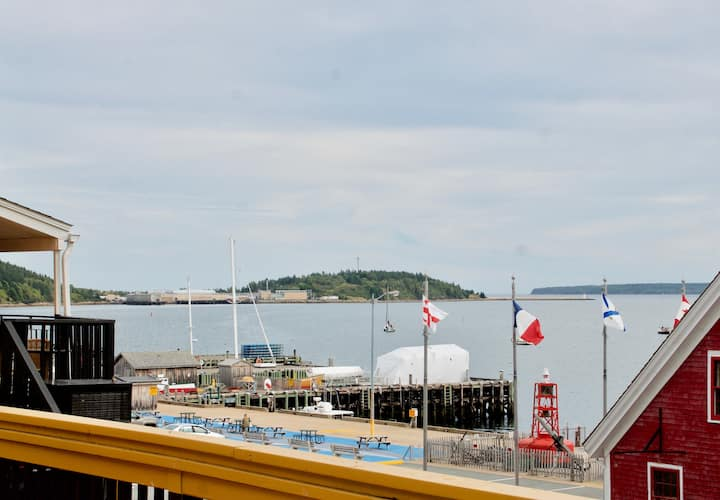 Romantic Waterfront Escape in Downtown Lunenburg