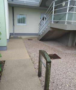 Διαδρομή χωρίς σκαλοπάτια προς την εξωτερική είσοδο