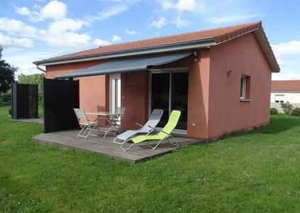Petite maison à la campagne.
