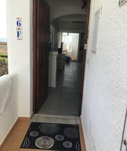 The entrance door is wide 81 cm