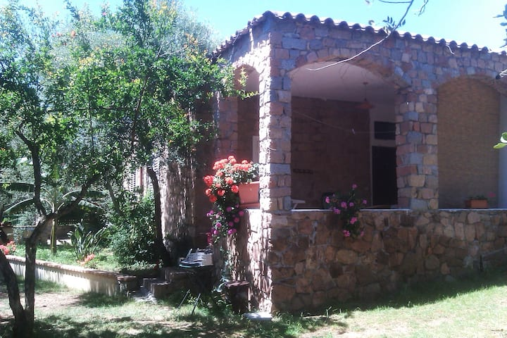 Appartment Melograno in villa 80 m from beach