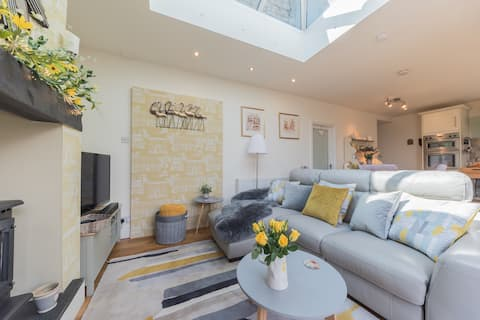 Gorgeous home, private parking and stunning views