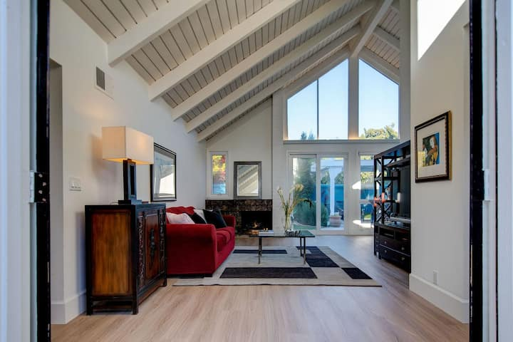 Cool Vibe Mid Century Home Near Newport / Laguna