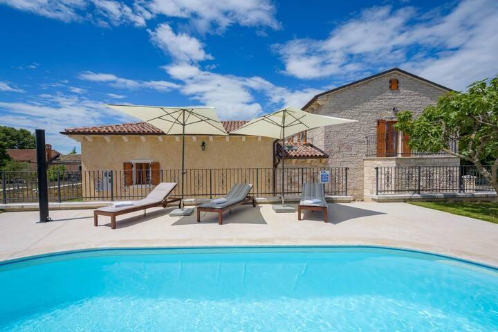 Villa Stauri with swimming pool