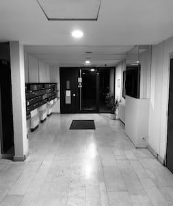 Hall entrée parking, éclairage intérieur et extérieur.
