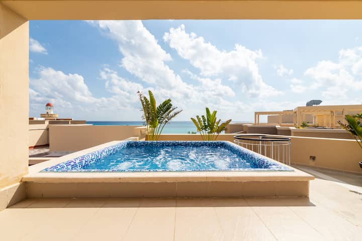 PRIVATE POOL AND ROOFTOP TERRACE-OCEAN VIEW CONDO