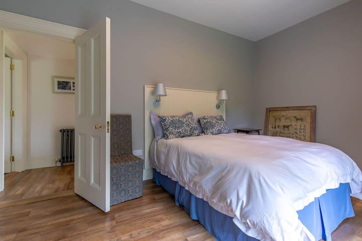 Blue Room ~Queen Bed