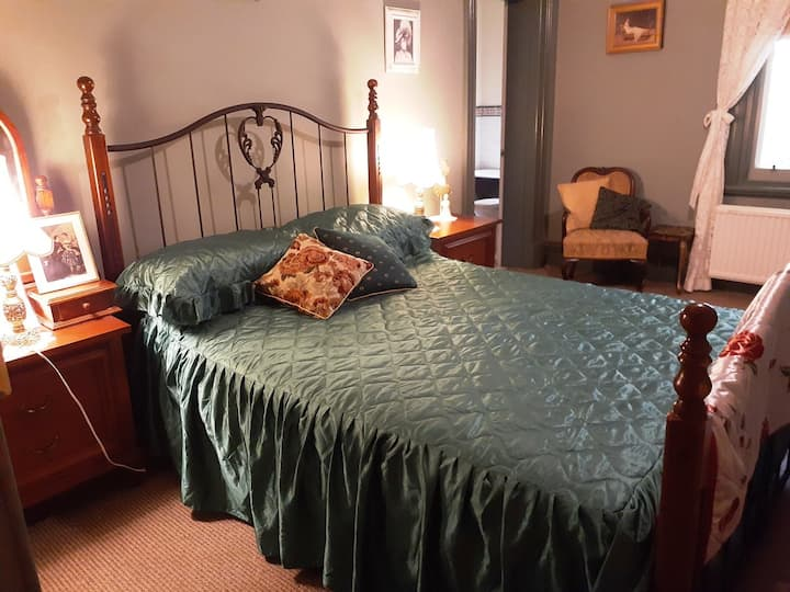 The Master Suite at Tara House B&B, Bairnsdale