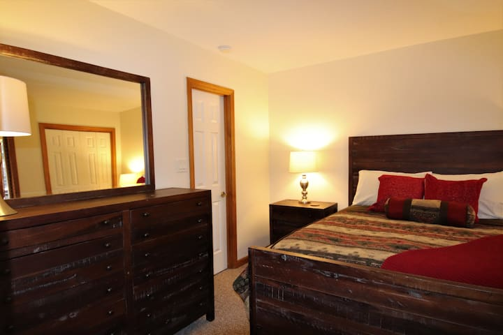 1st Floor BR with Queen bed & access to full bath that is shared with 1st floor