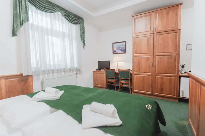 Beautiful private apartment 15min to old town