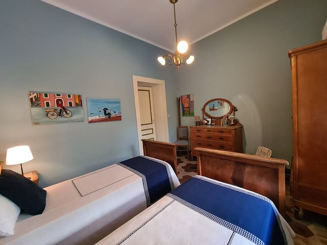 Bedroom 3 with single beds
