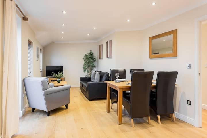 Smart 2 bedroom apartment at York Road, Newbury