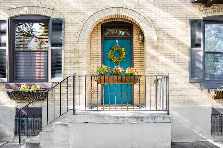 Historic Townhome by Schiller Park: Walk to All!