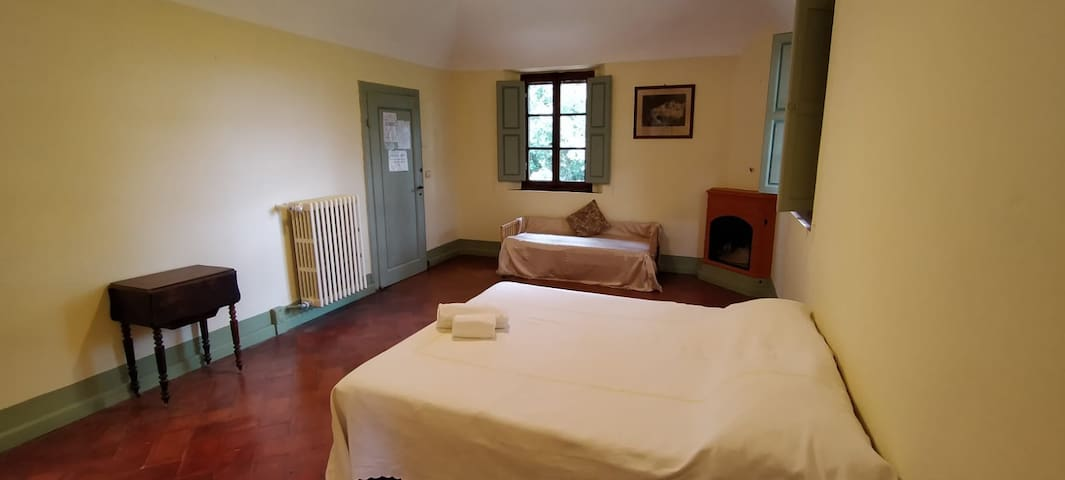 Duca, large double room with cot bed suitable for small children.  Ensuite bathroom and small area for making coffee, etc, with mini fridge and sink