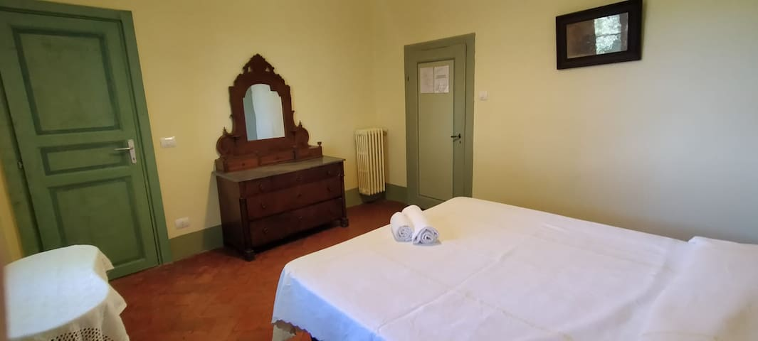 Conte, double room with ensuite bathroom and small area to make coffee, etc, with mini fridge and sink