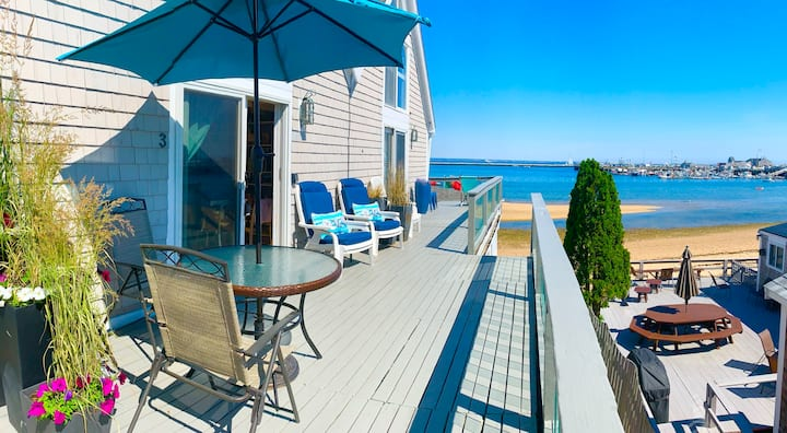 ON BEACH!  2 Bedrooms in the HEART of Ptown w/ A/C
