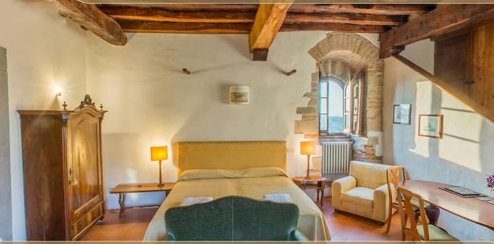 Medieval tower 2nd floor. Florence 15 km. 55 sqm.