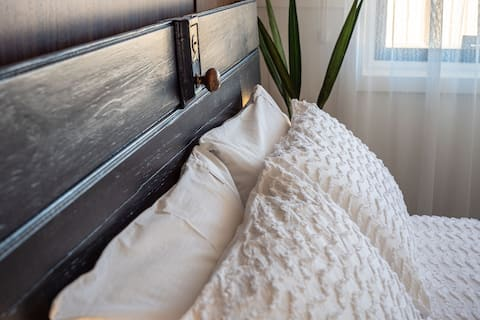 Carey's Cottage - full self catering, close to CBD