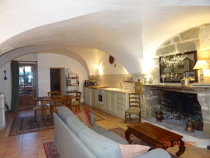 RdC dans maison de village du Gard à 3 km d'Uzes.