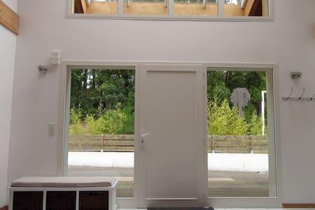 Large porte d'entrée