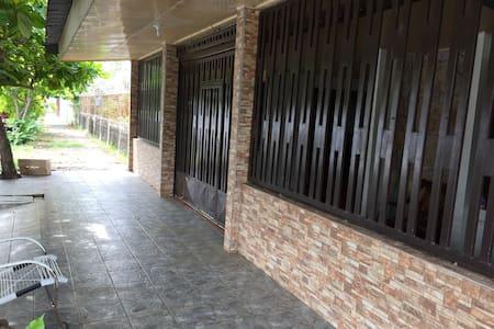 Frente de la casa entrada principal