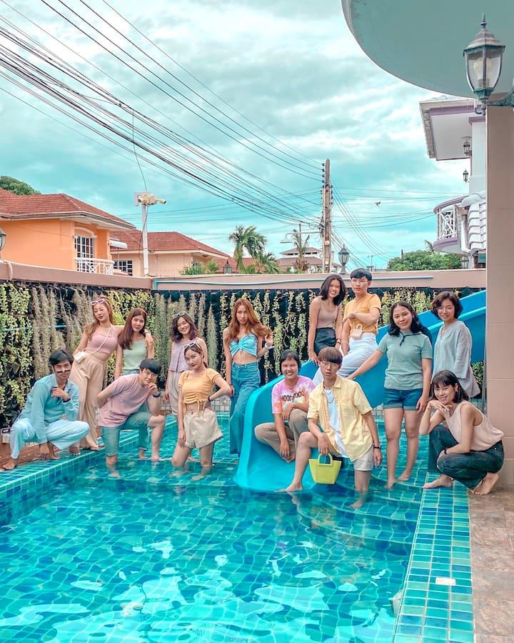 Lux Pattaya Pool Villa 1km. from beach.