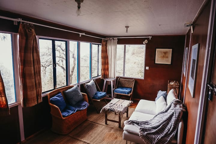 Luxury Treehouse 5 min walk from Landour Bakehouse