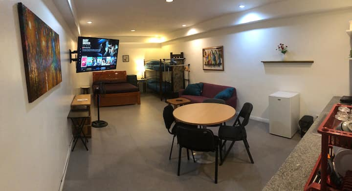 Quiet & Comfy Groupstay Apartment - WIFI & NETFLIX