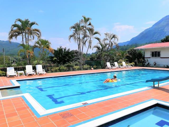 Finca campestre con piscina priv. salón de juegos