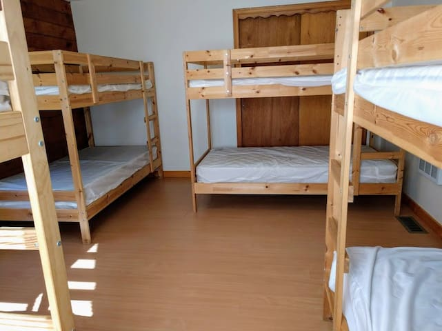 BR 1 eight beds
