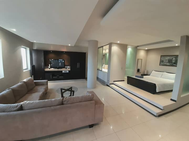 1603: The Franklin Luxury Suites in the City